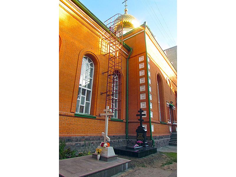 pamyatnik-otsa-lazarya-7